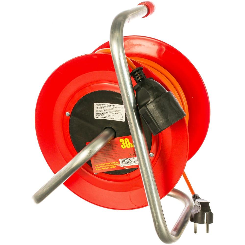 Силовой удлинитель на катушке к1-е-30, пвс 3x0.75, 30м, 10а, выносная розетка с з/к lux 4606400417606