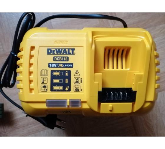 Универсальное зарядное устройство (18-54 В) DEWALT DCB118 6