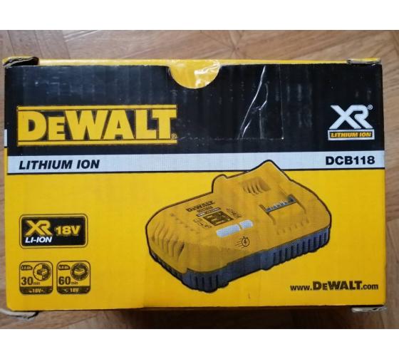 Универсальное зарядное устройство (18-54 В) DEWALT DCB118 5