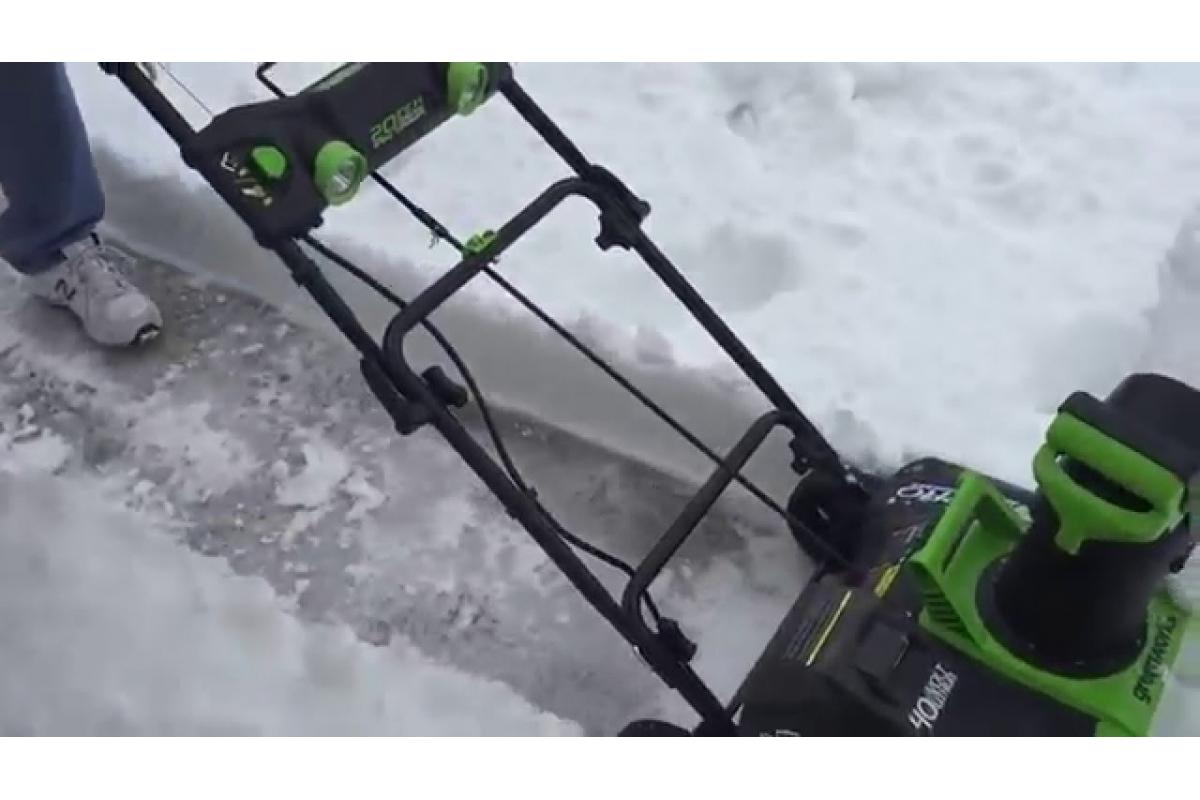 Аккумуляторный бесщеточный снегоуборщик Greenworks GD40SB 2600007  5