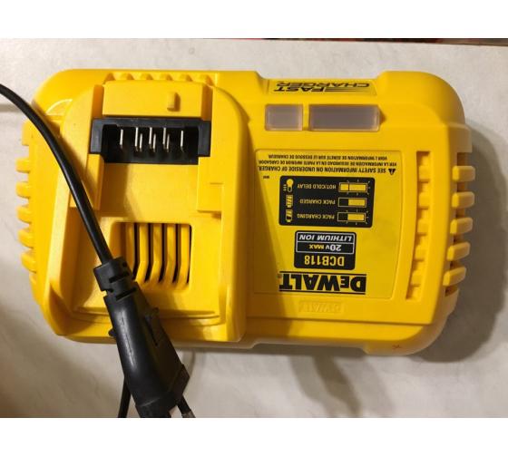 Универсальное зарядное устройство (18-54 В) DEWALT DCB118 23