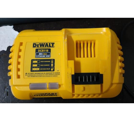 Универсальное зарядное устройство (18-54 В) DEWALT DCB118 22