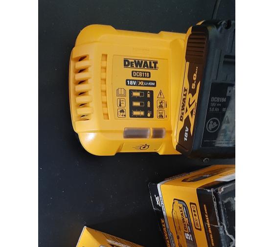 Универсальное зарядное устройство (18-54 В) DEWALT DCB118 19