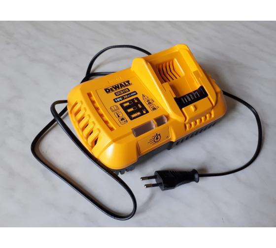 Универсальное зарядное устройство (18-54 В) DEWALT DCB118 15