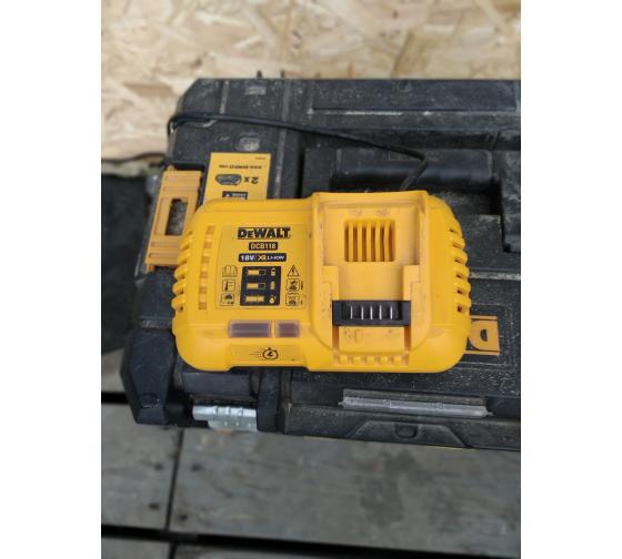 Универсальное зарядное устройство (18-54 В) DEWALT DCB118 13