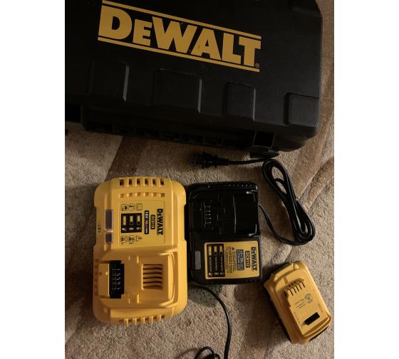 Универсальное зарядное устройство (18-54 В) DEWALT DCB118 11
